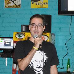 O professor Rodrigo Nemmen durante a palestra