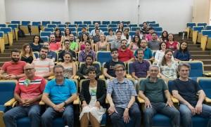 Professores e alunos após uma das palestras da escola