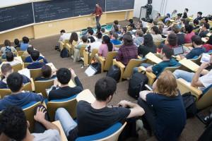 Uma das palestras durante a escola que fez parte do evento